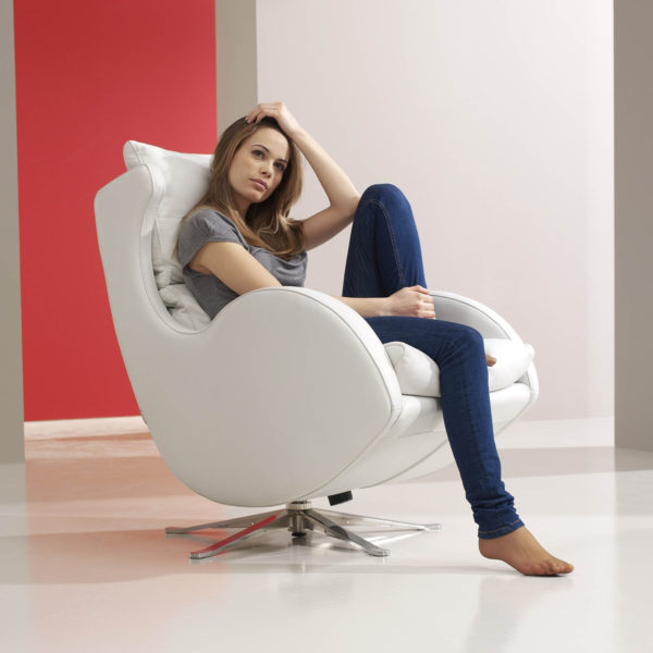 Lenny Swivel Chair in leather-47530