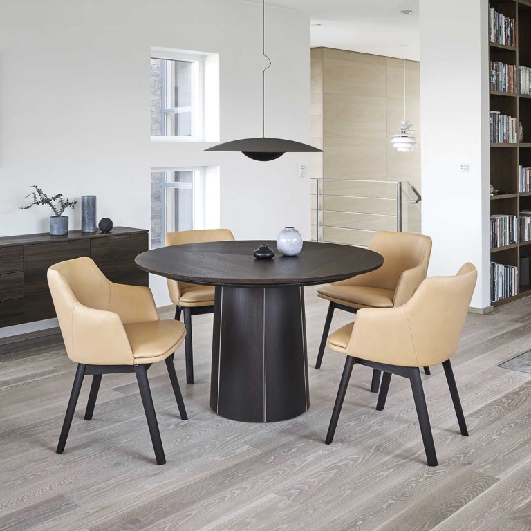 Skovby SM33 Dining Table with SM65 chairs